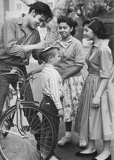 Неизвестные фотографии известных людей Elvis Presley
