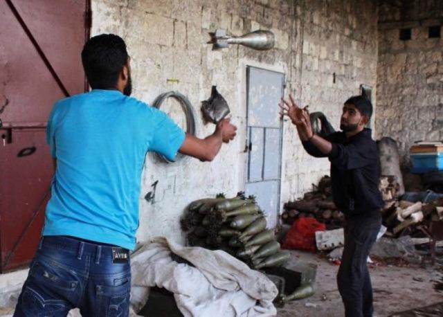 Работники склада боеприпасов