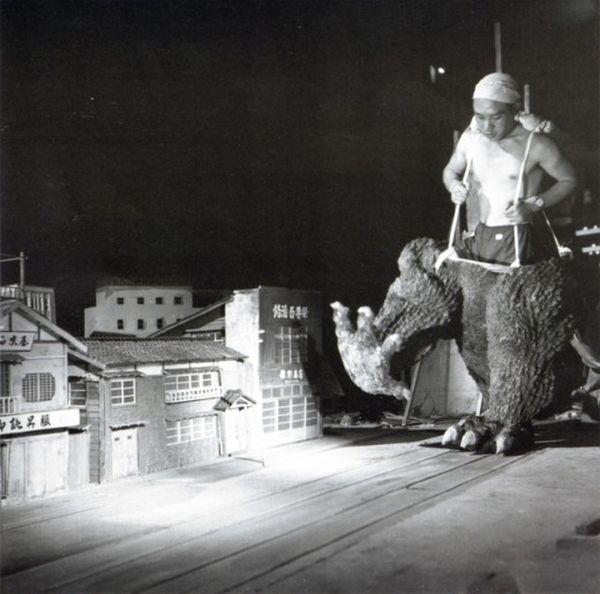 """Съемки фильма """"Годзилла"""" в 1954 году (11 фото)"""