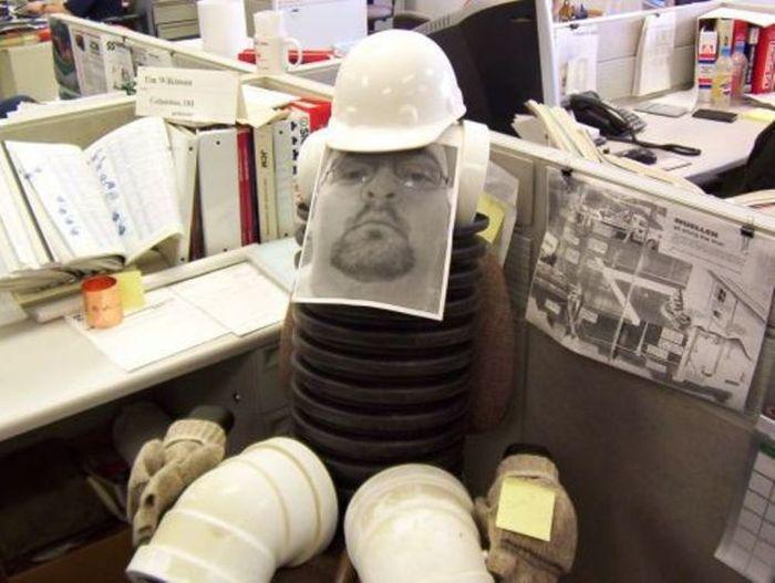 Подборка забавных приколов на работе (42 фото)