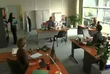 Не смотрите клубничку на работе! (video)